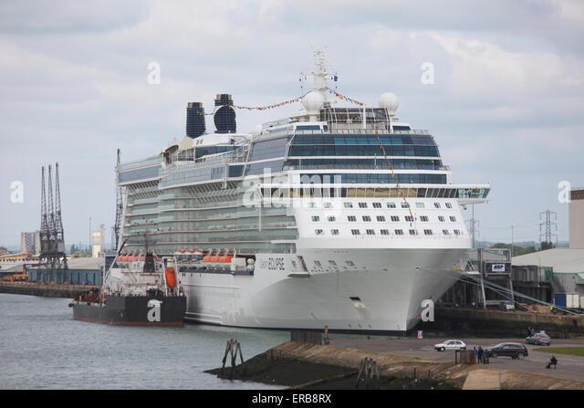 Celebrity Eclipse Kreuzfahrtschiff in Southampton Docks abgebildet Stockbild