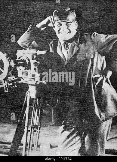 Sergei Eisenstein - Porträt des russischen Regisseurs stützte sich auf eine Kamera. 23. Januar 1898 - Stockbild