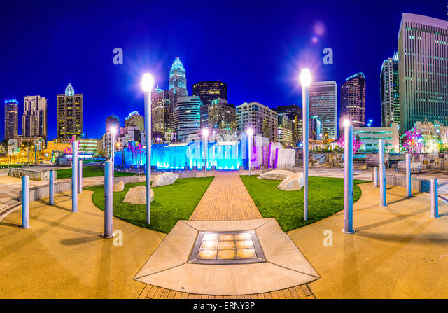 Uptown Skyline von Charlotte, North Carolina, USA und Park. Stockbild