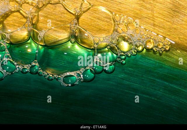 Muster der Surf Seifenblasen in farbigem Wasser 28.12.2008 Stockbild