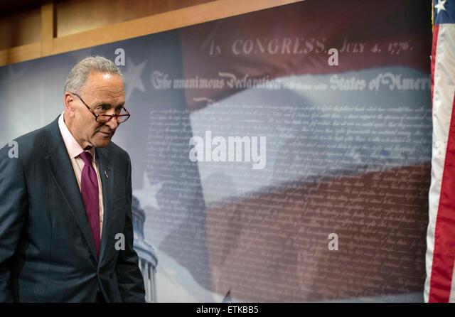 U.S. demokratische Senator Chuck Schumer bespricht die Überholspur Handel Rechnung Abstimmung 9. Juni 2015 Stockbild