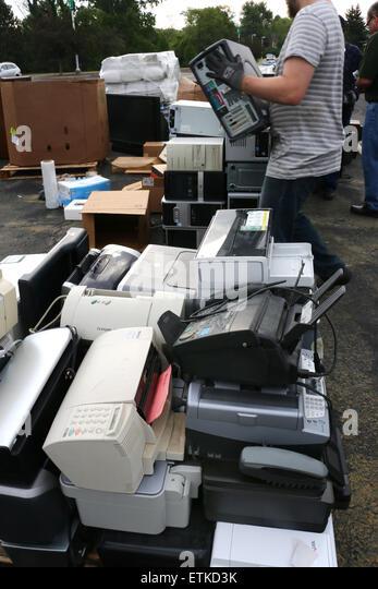 Alte überholte Elektronik-recycling-Ohio Monitor Drucker Notebook Computer Fernsehen Stockbild