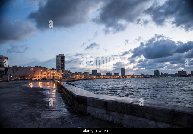 Sonnenuntergang am Malecón in Havanna Stockbild