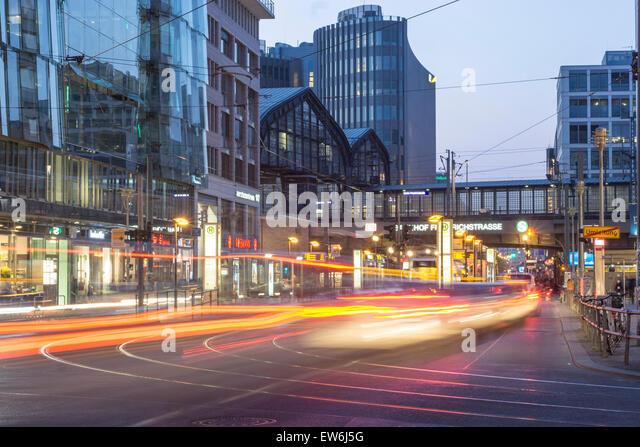 Friedrich Strasse, Bahnhof, Straßenbahn, Friedrichstraße, Stockbild