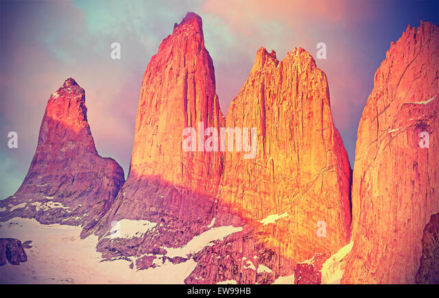 Sonnenaufgang über dem Torres del Paine Berge, Patagonien, Chile. Stockbild