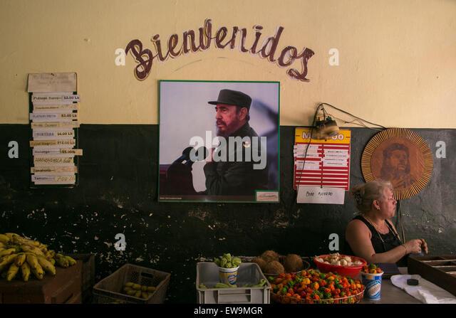 Foto von Fidel Castro in einem lokalen Gemüsemarkt in Havanna, Kuba. Stockbild