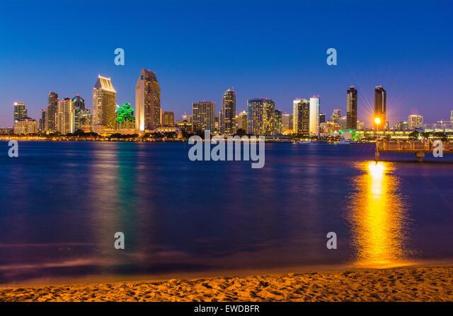 Skyline von Downtown San Diego von Coronado Island, Kalifornien, USA Stockbild