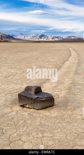 Segeln Sie Stein am Racetrack Playa in Death Valley Nationalpark, Kalifornien. Stockbild