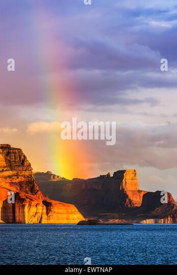 Regenbogen über die Padre Bay von Cookie Jar Butte. Lake Powell in Utah Stockbild