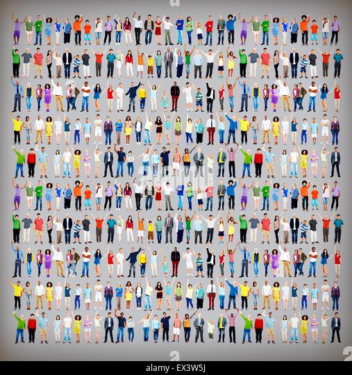 Multiethnische lockeren Leuten Zusammensein Feier Arme angehoben Konzept Stockbild