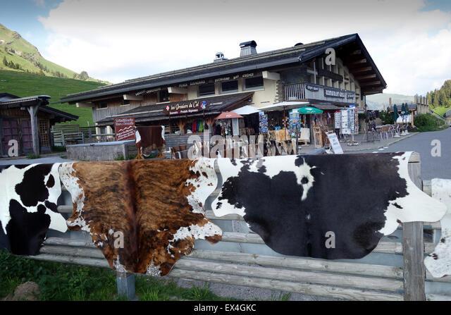 Kuh Rind Tier Rindsleder versteckt für Verkauf Souvenir Shop Col des Aravis Rhone-Alpes Frankreich Französisch Stockbild