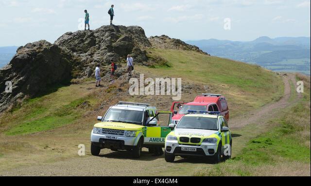 Shropshire Rettungsdienst und Shropshire Feuer und Rettung Fahrzeuge auf das Wrekin in Shropshire. Notfall-Service Stockbild