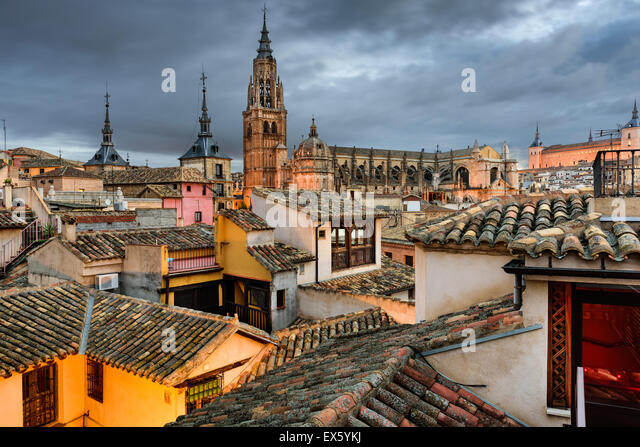 Toledo, Spanien-Blick auf die Stadt von einem Dach. Stockbild