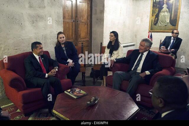 Chuck Hagel spricht der US-Verteidigungsminister, richtig, mit der peruanische Präsident Ollanta Humala 2014 Stockbild