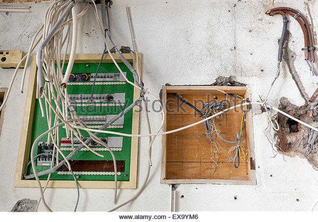 Hausinstallation elektrische Leitungen Kabel Stockbild