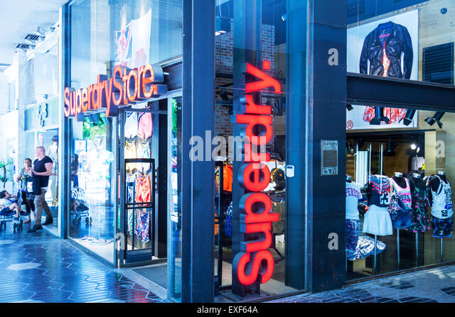 superdry shop stockfotos superdry shop bilder alamy. Black Bedroom Furniture Sets. Home Design Ideas
