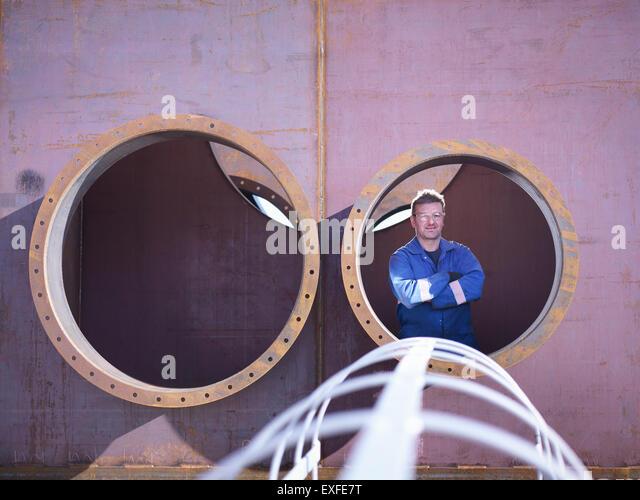 Porträt des Ingenieurs innen Stahl Überbau in engineering Fabrik Stockbild