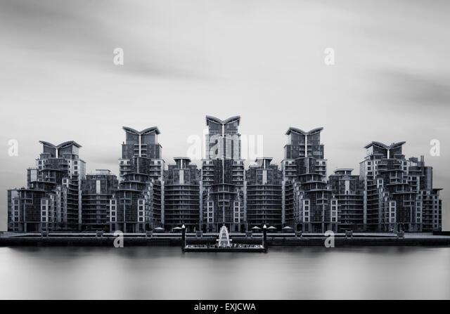 St George Wharf, mit Blick auf die Themse. London, UK. - Stock-Bilder