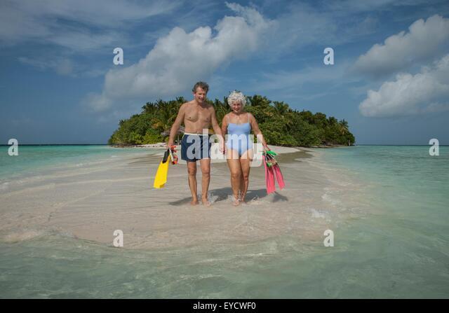 Älteres Paar im Urlaub, Malediven Stockbild