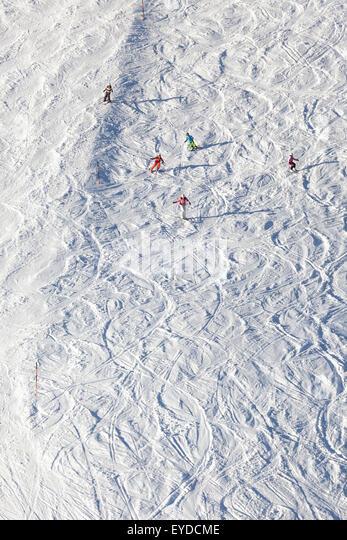 Skiurlaub, Skifahrer Carven bergab, Sudelfeld, Bayern, Deutschland Stockbild