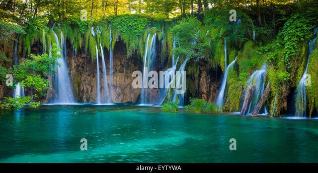 Nationalpark Plitvicer Seen ist eines der ältesten Nationalparks in Südost-Europa und der größte - Stock-Bilder