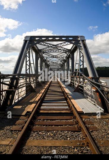 Stahl-Eisenbahnbrücke über den River Barrow zum Kraftwerk Great Island, (längste Brücke im Süden Stockbild