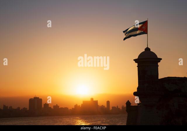 Kubanische Flagge über der Festung El Morro bei Sonnenuntergang, Havanna, Kuba Stockbild
