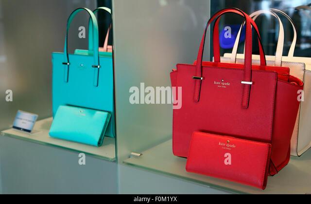 Kate Spade Handtaschen Angebote an Bord der MV Celebrity Silhouette. Stockbild