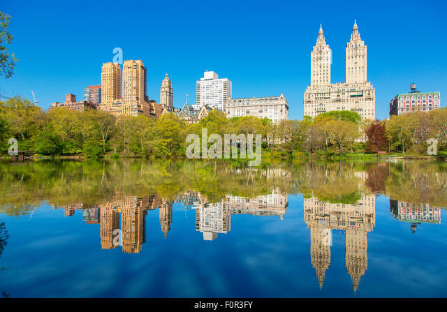 New York City Skyline vom Central Park entfernt Stockbild