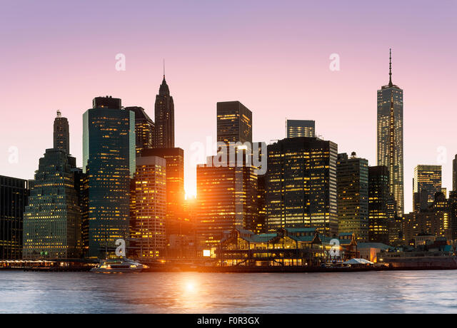 New York City Skyline bei Nacht Stockbild