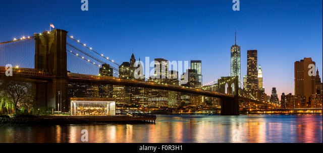 New York City, Brooklyn Bridge bei Nacht Stockbild