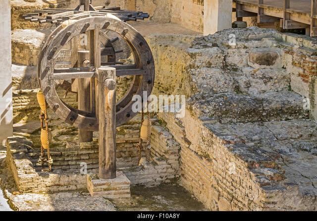 Wand und Wasserrad von Alcazar Jerez De La Frontera Andalucia Spanien Stockbild