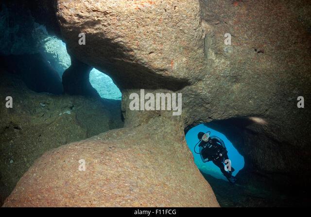 Taucher entdecken eine Höhle mit drei Eingängen, Insel Korfu, Ionische Inseln, Mittelmeer, Griechenland Stockbild