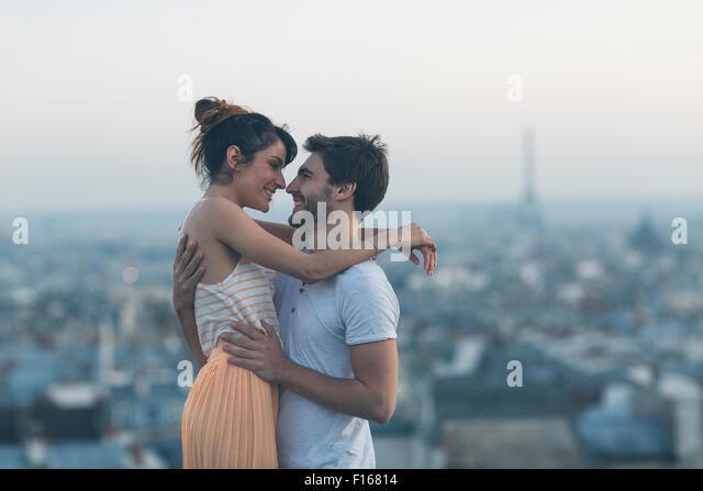 Paar Partnersuche in Paris Stockbild