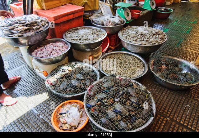 Krabben zum Verkauf am Psar Thmei Central Market in Phnom Penh, Kambodscha Stockbild
