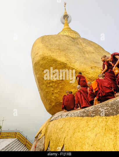 Buddhistische Mönche in Myanmar Kyaiktiyo-Pagode 'Golden Rock' Stockbild