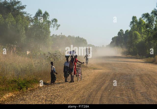 Staubige Straße, Mount Mulanje, Malawi, Afrika Stockbild