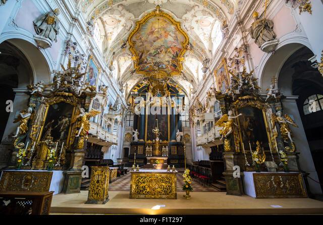 Innere der romanischen St. Emmeram der Basilika (Abtei) bekannt als Schloss Thurn Und Taxis, Regensburg, UNESCO, Stockbild