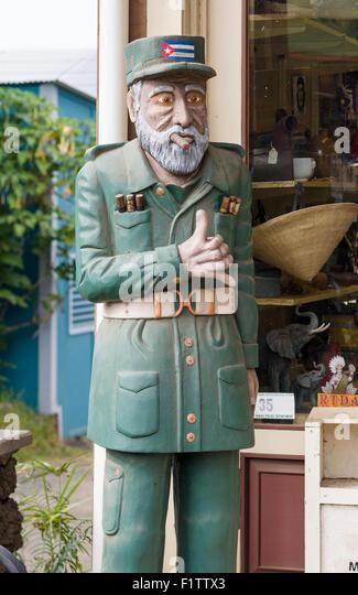 Hölzernes Schnitzen von Fidel Castro außerhalb einer Zigarre-Speicher. Eine hölzerne Statue der kubanische Stockbild