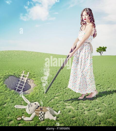 Alice tötet weiße Kaninchen. Kreativkonzept / Foto und cg Elemente kombiniert Stockbild