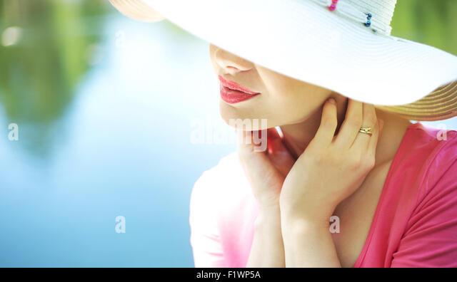 Porträt der elegante Frau in den Urlaub Stockbild