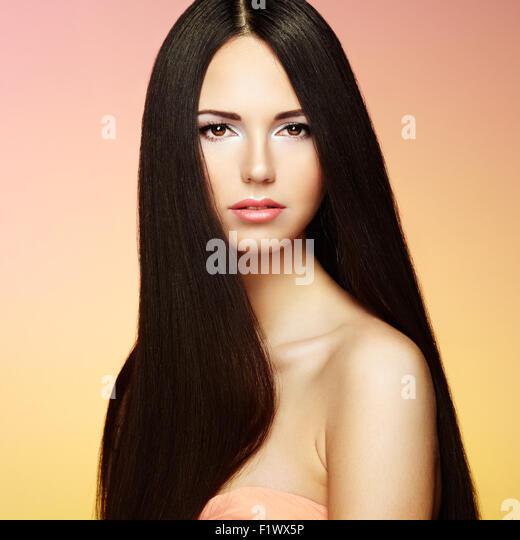 Schöne Brünette Frau mit langen Haaren. Beauty Foto Stockbild
