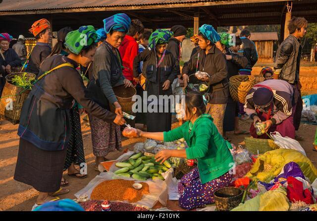 Myanmar (Burma), Shan state, Pa'O Stamm, ger?, Maha Myatmuni Pagode Markt Stockbild