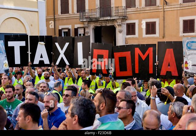 Rom, Italien. 10. September 2015.    Die römischen Taxifahrer protestieren vor Piazza Montecitorio, die Annullierung Stockbild