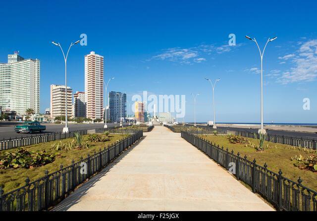 Kuba, Ciudad De La Habana Provinz, La Havanna, Vedado District, 50er Jahre Gebäude und Malecon Stockbild