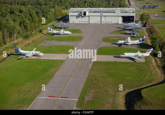 Discovery Air Technical Services ist in diesem Luftbild in Quebec City Discovery Air Technical Services abgebildet. Stockbild