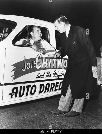 """Clark Gable, Star der MGM-Film """", bitte A LADY,"""" gibt Joie Chitwood einen Wunsch für Glück. Stockbild"""
