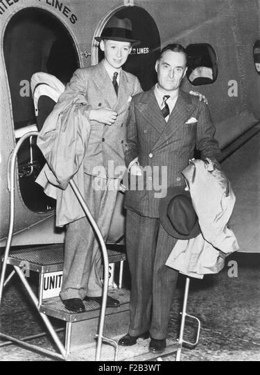 Sir Malcolm Campbell und sein Sohn Donald kommen in Salt Lake City.  Das ältere Campbell inmitten seiner letzten Stockbild