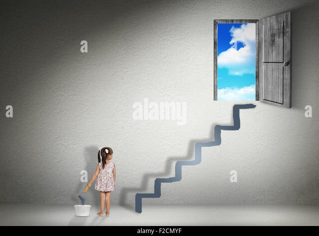 Konzept erobern, Kind Mädchen lenkt die Treppe zum Ausgang Stockbild