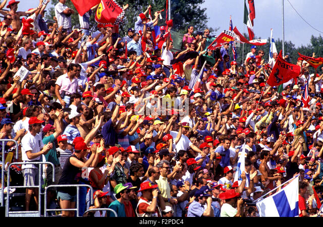 Tifosi Fans in Monza Rennen verfolgen der 1970er Jahre Stockbild